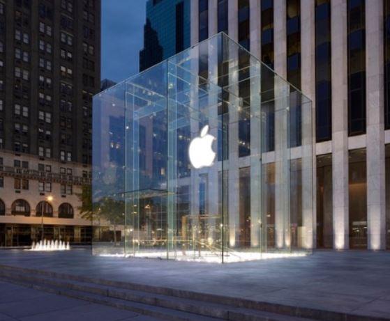 AppleFifthAvenueオープン(NY五番街ガラスキューブ型のAppleStore)