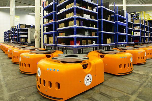 ロボットメーカーKivaSystemsを買収